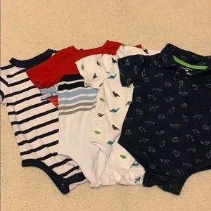 4 assorted baby bodysuits